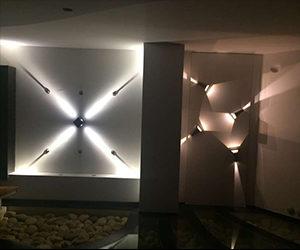 iluminación fachada show room quito