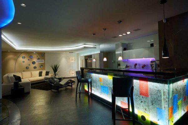 iluminación profesional sala show room en Quito